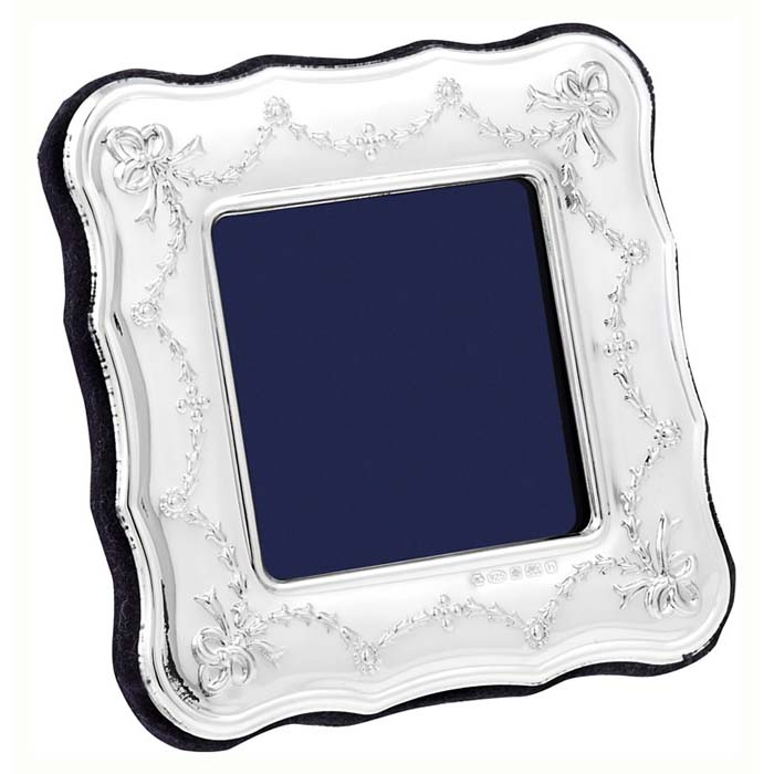 Edwardian Swags And Ribbon 5X5 cm Traditional Photo Frame
